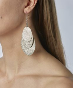 Bubbles Party glitter gold earrings can be worn even with a scarf or a turtleneck shirt.Finally eye-catching (10.5cm) and comfortable (Only 7g!) earrings made from luxurious Italian goat leather, which look gorgeous on anyone regardless of the length of their neck.