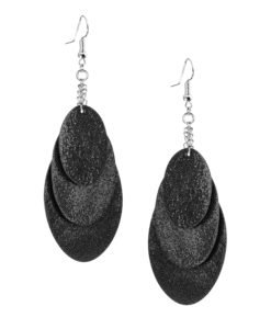 Bubbles Party black earrings can be worn even with a scarf or a turtleneck shirt. Finally eye-catching (10.5cm) and comfortable (Only 7g!) earrings made from luxurious Italian goat leather, which look gorgeous on anyone regardless of the length of their neck.