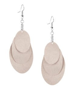 Bubbles Party champagne earrings can be worn even with a scarf or a turtleneck shirt.Finally eye-catching (10.5cm) and comfortable (Only 7g!) earrings made from luxurious Italian goat leather, which look gorgeous on anyone regardless of the length of their neck.