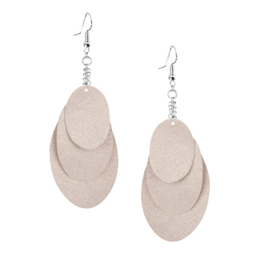 Bubbles Party champagne earrings can be worn even with a scarf or a turtleneck shirt. Finally eye-catching (10.5cm) and comfortable (Only 7g!) earrings made from luxurious Italian goat leather, which look gorgeous on anyone regardless of the length of their neck.