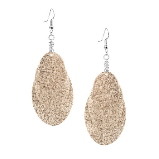 Bubbles Party gold earrings can be worn even with a scarf or a turtleneck shirt. Finally eye-catching (10.5cm) and comfortable (Only 7g!) earrings made from luxurious Italian goat leather, which look gorgeous on anyone regardless of the length of their neck.
