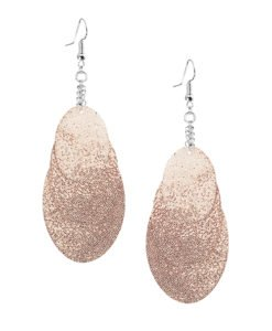 Bubbles Party rose gold earrings can be worn even with a scarf or a turtleneck shirt.Finally eye-catching (10.5cm) and comfortable (Only 7g!) earrings made from luxurious Italian goat leather, which look gorgeous on anyone regardless of the length of their neck.