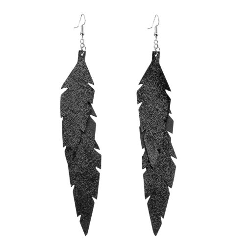 Midi Feathers Feathers in glitter black are beautiful and lightweight (Only 6 g!) eye-catching (14.5cm) and very comfortable leather earrings. Thanks to their user-friendly chain these earrings can be worn even with a scarf or a turtleneck shirt.