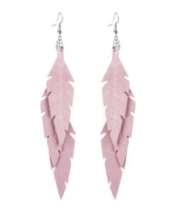 Midi Feathers Feathers in powder pink are beautiful and lightweight (Only 6 g!) eye-catching (14.5cm) and very comfortable leather earrings. Thanks to their user-friendly chain these earrings can be worn even with a scarf or a turtleneck shirt.
