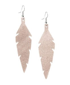 Midi Feathers in champagne are beautiful eye-catchers guaranteed to transform your style within seconds. The earrings are extremely light to wear and made of Italian goat leather.