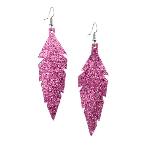 Midi Feathers in glitter pink are beautiful eye-catchers guaranteed to transform your style within seconds. The earrings are extremely light to wear and made of Italian goat leather.