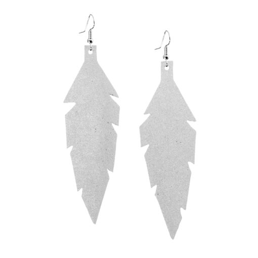 Midi Feathers in snow are beautiful eye-catchers guaranteed to transform your style within seconds. The earrings are extremely light to wear and made of Italian goat leather.