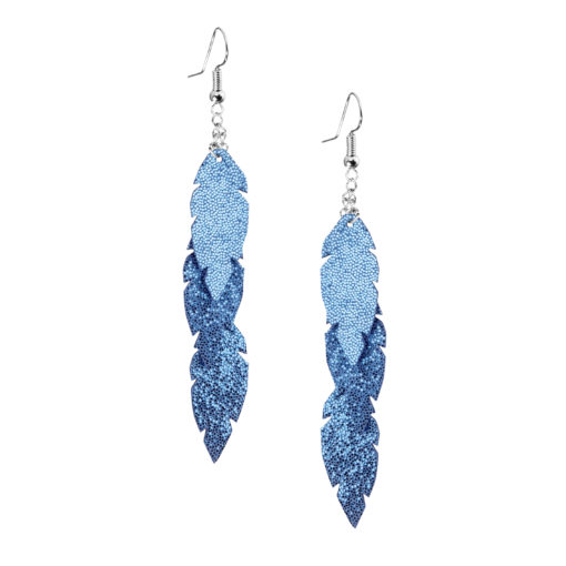 Petite Feathers Feathers in glitter blue are eye-catching earrings (length 11.5cm) that can be worn even with a scarf or a turtleneck shirt. Light as a feather earrings from luxurious Italian goat leather, which look gorgeous on anyone regardless of the length of their neck.