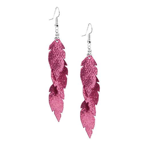 Petite Feathers Feathers in glitter pink are eye-catching earrings (length 11.5cm) that can be worn even with a scarf or a turtleneck shirt. Light as a feather earrings from luxurious Italian goat leather, which look gorgeous on anyone regardless of the length of their neck.
