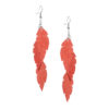 Petite Feathers Feathers in powder orange are eye-catching earrings (length 11.5cm) that can be worn even with a scarf or a turtleneck shirt. Light as a feather earrings from luxurious Italian goat leather, which look gorgeous on anyone regardless of the length of their neck.