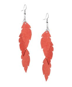 Petite Feathers Feathers in powder orange are eye-catching earrings (length 11.5cm) that can be worn even with a scarf or a turtleneck shirt.Light as a feather earrings from luxurious Italian goat leather, which look gorgeous on anyone regardless of the length of their neck.