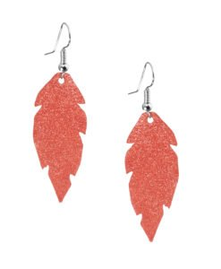 Petite Feathers powder orange are light and delicate eye-catchers. Due to their size and lightness they are suitable for wearers of all ages, and are often the our customers' first pair of Viaminnet -earrings.