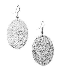Bubbles Petite Earrings glitter silver are timeless, but playful. Made of luxurious Italian goat leather, so even the size (5cm) is eye-catching they are also lightweight (only 3g). Experience Bubbles Petite Earrings , it suits all ages.