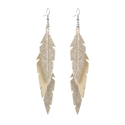 Midi Feathers Feathers in glitter gold are beautiful and lightweight (Only 6 g!) eye-catching (14.5cm) and very comfortable leather earrings. Thanks to their user-friendly chain these earrings can be worn even with a scarf or a turtleneck shirt.