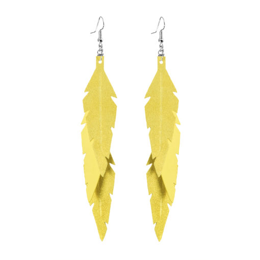 Midi Feathers Feathers in powder yellow are beautiful and lightweight (Only 6 g!) eye-catching (14.5cm) and very comfortable leather earrings. Thanks to their user-friendly chain these earrings can be worn even with a scarf or a turtleneck shirt.