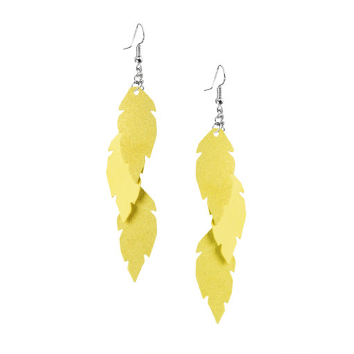 Petite Feathers Feathers in yellow are eye-catching earrings (length 11.5cm) that can be worn even with a scarf or a turtleneck shirt. Light as a feather earrings from luxurious Italian goat leather, which look gorgeous on anyone regardless of the length of their neck.