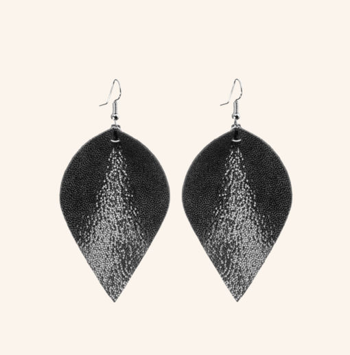 Lumme Grande Glitter Black Leather Earrings